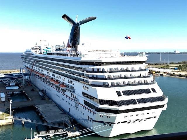 Cruise-ship-at-the-port