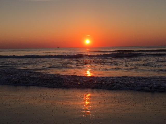 ocean-sunrise-red-sky